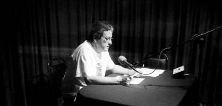 El maestro Emilio Ebergenyi ante el micrófono, en Radio Educación, hace unos días
